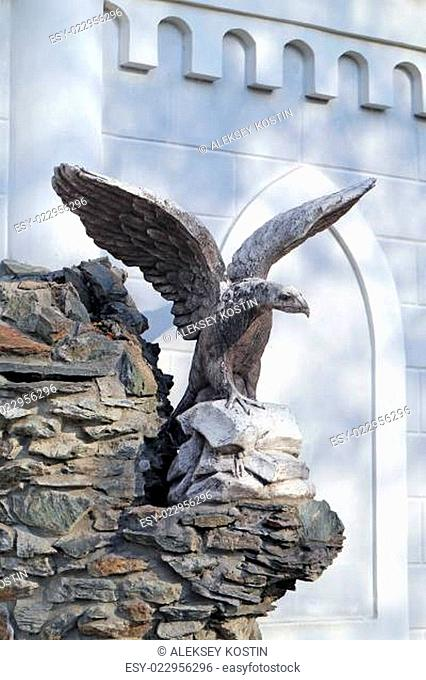 statue of an eagle