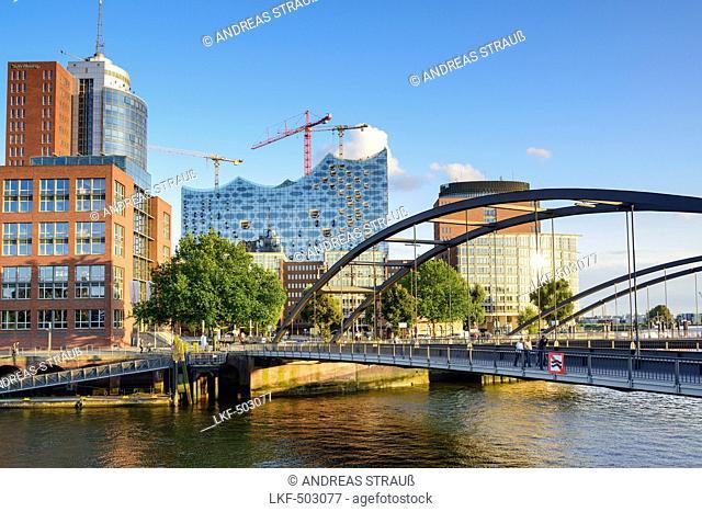 Bridge Niederbaumbruecke with Elbphilharmonie in the background, Warehouse district, Speicherstadt, Hamburg, Germany