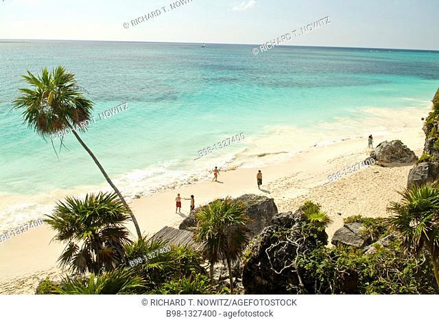 Mexico, Riviera Maya, Beach at Mayan Ruins at Tulum over looking the beach on Carribean Sea