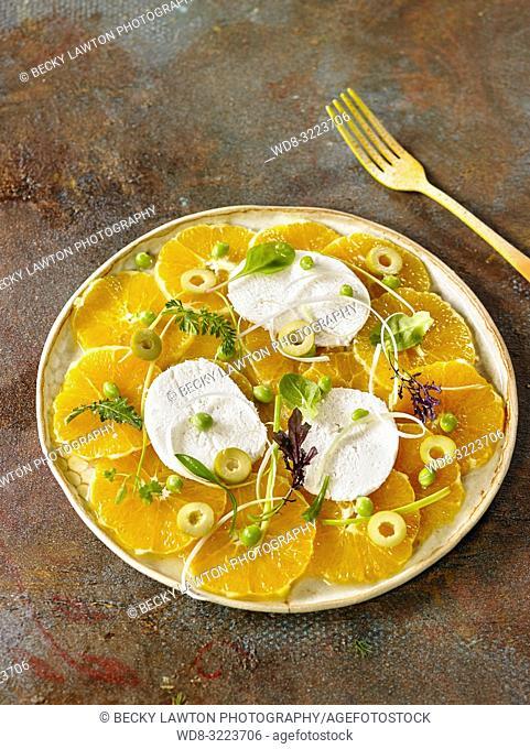 ensalada de naranjas, queso y nuez de macadamia / salad of oranges, cheese and macadamia nut