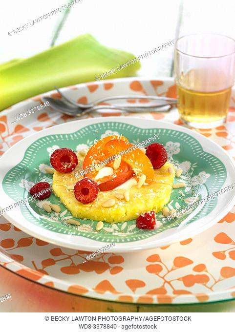 pina con albaricoques y frambuesas / pineapple with apricots and raspberries