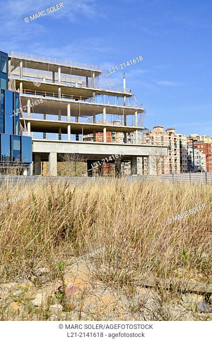 Wasteland, fence, buildings, building under construction, blue sky. Plaça Europa, Plaza Europa, District VII, Gran Via, Hospitalet de Llobregat