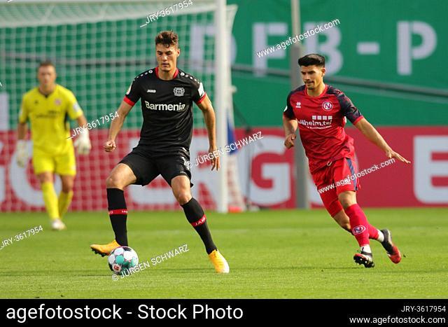 Leverkusen, Germany, 13.09.2020, DFB Pokal, matchday 1, Eintracht Norderstedt - Bayer 04 Leverkusen: Patrik Schick (Leverkusen), Fabian Grau (Norderstedt)