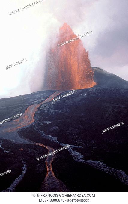 Kilauea Volcano (Volcano Kilauea). Hawaii - Big Island - USA - 1986 eruption of the Pu'u O'o Vent - Lava Fountain seen from a helicopter