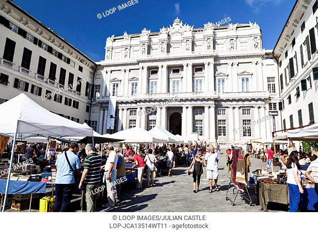 Market day outside the Palazzo Ducale