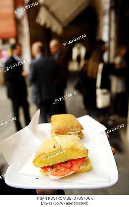 Italy, Venice, Laguna, Islands, snack in the street near the market in the small bar called 'bacari'