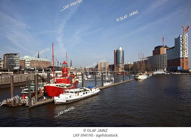 Lightvessel, lightship in Hafen-City with Elbe Philharmonic Hall, Elbphilharmonie in the background, Hamburg, Germany
