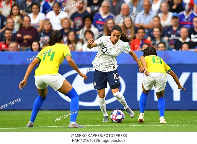 Kathleen (Brazil) (14) and Leticia Santos (Brazil) (13) await Amel Majri (France) (10), 23.06.2019, Le Havre (France), Football, FIFA Women's World Cup 2019