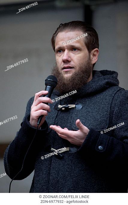 Unter dem Motto -Solidarität mit muslimischen Gefangenen weltweit- riefen Salafisten zu einer Kundgebung in der Wuppertaler Innenstadt auf