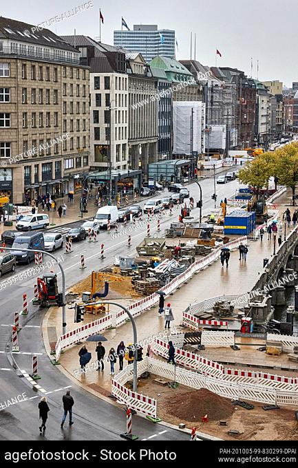 05 October 2020, Hamburg: View of the construction site at the Reesendamm bridge on Jungfernstieg. Work has begun on the conversion to a car-free zone at...