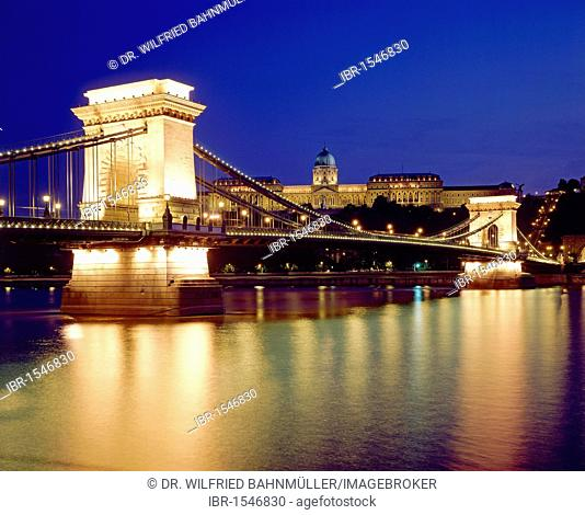 Chain Bridge across the Danube river, Budapest, Hungary, Europe