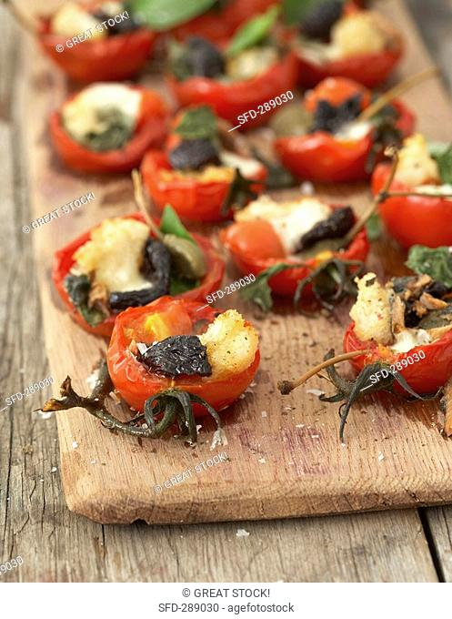 Baked tomatoes stuffed with mozzarella, anchovies and croutons