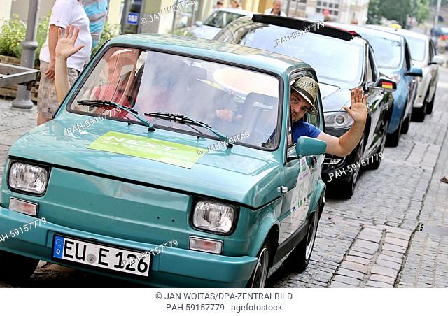 """The German team """"""""Solon"""""""" in their electrified Fiat 126, with Gero Kleinertz (r) and Jochen Roehl, between modern Tesla and Co at the Wave Trophy in Plauen"""