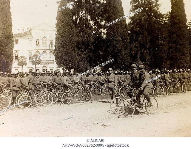 Album of the First World War in Friuli-Venezia Giulia: the battalion of the bersaglieri and the soldiers cyclists, shot 08/04/1916