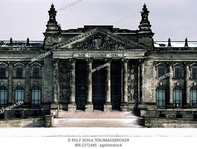Reichstag building in the snow, 1985, Berlin, Germany, Europe
