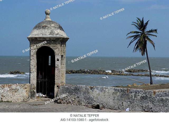 Fortified city wall overlooking the Caribbean Sea, Cartagena (de Indias), Colombia