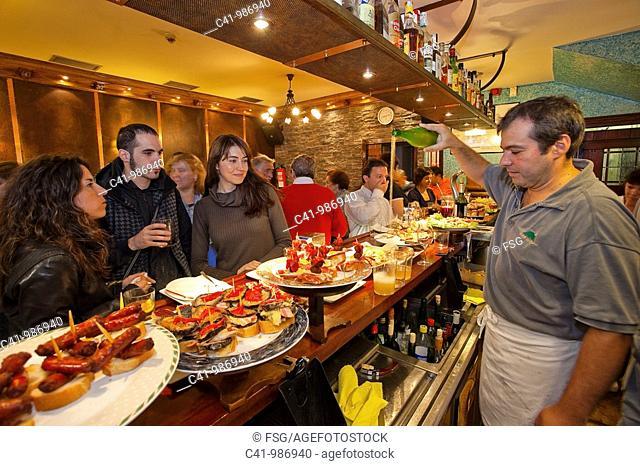 Serving 'txakoli' basque wine, Bar Sport, San Sebastian, Guipuzcoa, Basque Country, Spain