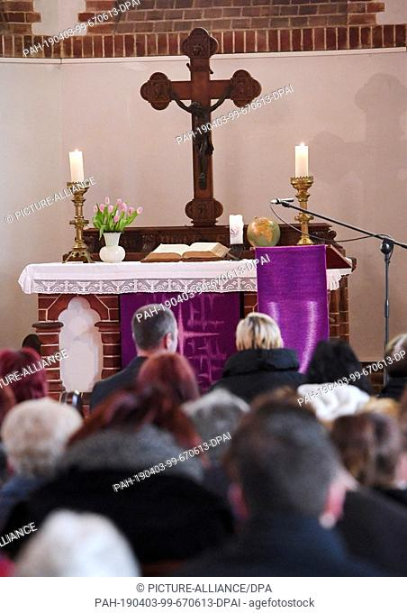 03 April 2019, Mecklenburg-Western Pomerania, Zinnowitz: Citizens attend a memorial service for 18-year-olds killed in the Evangelical Church of Zinnowitz