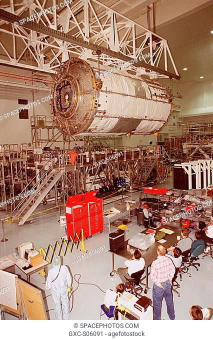 06/26/2000 -- Workers in the Space Station Processing Facility watch as the U.S. Lab Destiny, lifted by an overhead crane
