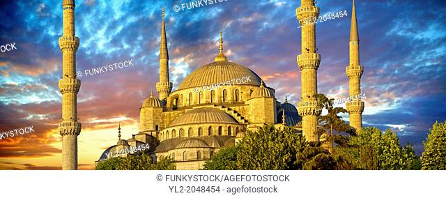 The Sultan Ahmed Mosque (Sultanahmet Camii) or Blue Mosque, Istanbul, Turkey at sunset. Built from 1609 to 1616 during the rule of Ahmed I