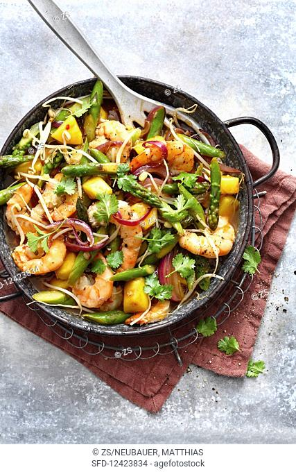 Green asparagus with pineapple, prawns and bean sprouts