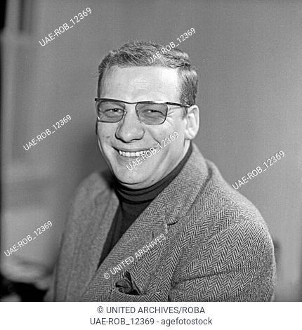 Der deutsche Schauspieler Wolfgang Völz in Hamburg, Deutschland 1960er Jahre. German actor Wolfgang Voelz at Hamburg, Germany 1960s