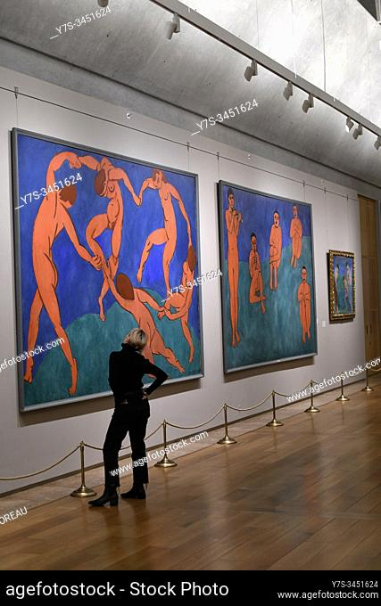 A visitor admire the dance by Henri Matisse, State Hermitage museum, St Petersburg Russia, Europe