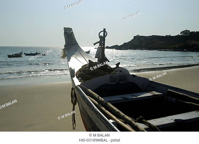 FISHING BOATS IN BEACH NEAR BEKAL FORT, KANJANGAD/KANHANGAD, KASARAGOD DIST