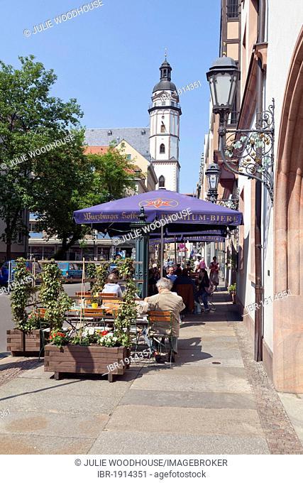 Pavement cafe with St Thomas' Church behind, Leipzig, Saxony, Germany, Europe