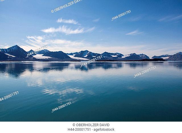 Spitsbergen, Svalbard, Kongsfjord, mountains, water