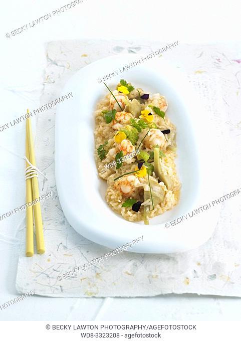 arroz con flores, finas hierbas y langostinos