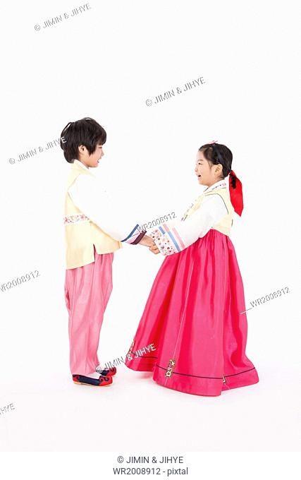 kids dressed in traditional Korean outfits