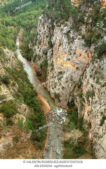 Landscape on the Turia river in Aras de los Olmos, at the point where it passes in the province of Cuenca to Valencia. La Serranía region. Valencia