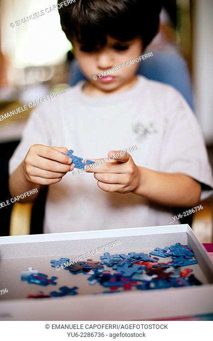 Child plays with puzle