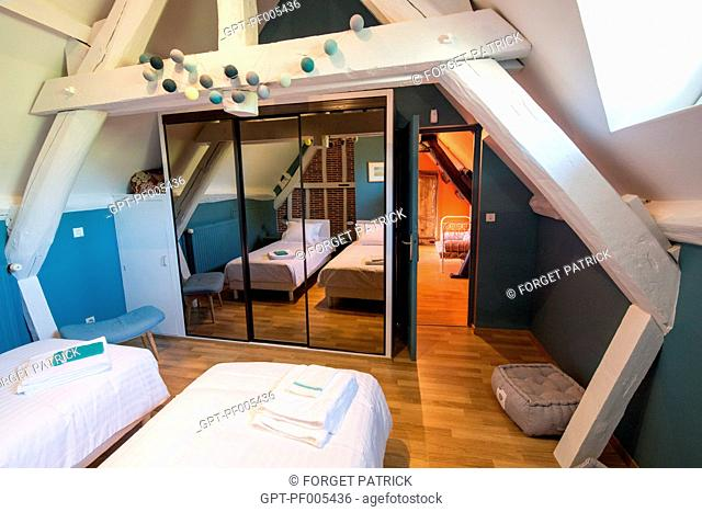 ROOM WITH TWIN BEDS, GRAND GITE DE CHARTRES, MESLAY-LE-GRENET (28), FRANCE