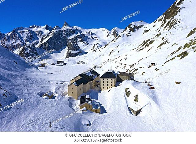Das Hospiz auf dem Grossen St. Bernhard Pass im Winter, Luftbild, Bourg-St-Pierre, Wallis, Schweiz / The hospice on the Great St