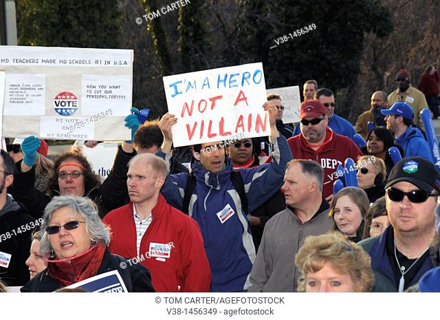 Pro union protesters walk to the state house in Annapolis, Maryland