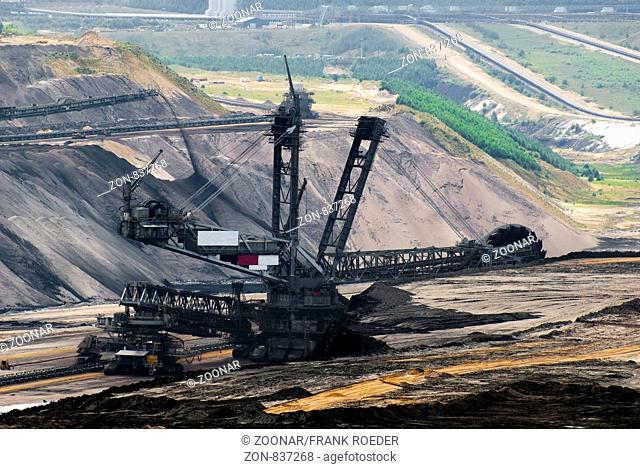 Schaufelradbagger im Tagebau Garzweiler