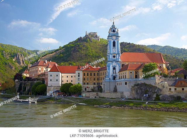 View at D³rnstein with Collegiate Church and castle ruin , Wachau , River Danube , Nieder÷sterreich , Lower Austria , Austria , Europe