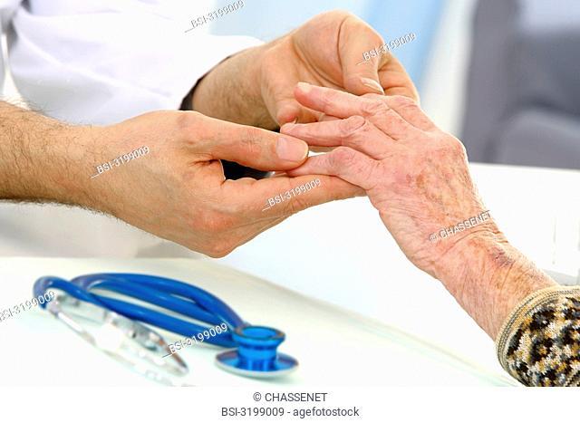 HAND, SEMIOLOGY, ELDERLY PERSON