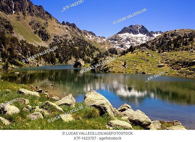 Estany Long,Colomèrs cirque,Aran Valley, Aigüestortes and Estany de Sant Maurici National Park,Pyrenees, Lleida province, Catalonia, Spain