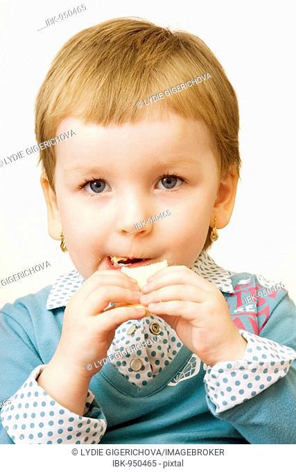 Little girl, 3 years, eating waffle