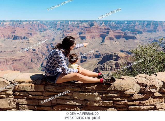 USA, Arizona, Grand Canyon National Park, Grand Canyon, mother and little daughter looking at view