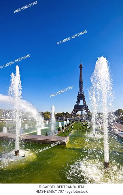 France, Paris, fountains in the gardens of the Trocadero and the Eiffel Tower