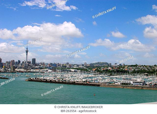 Skyline of Auckland and yacht harbour, North Island, New Zealand