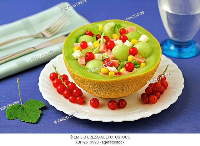 Melon salad with red currants