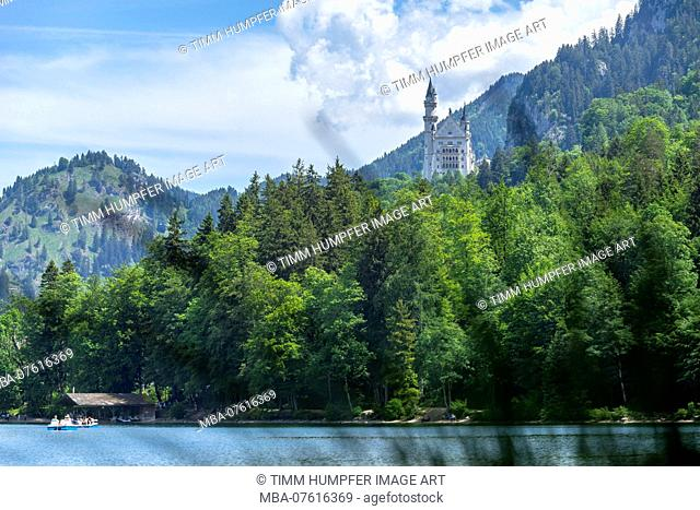 Germany, Bavaria, Allgäu, Füssen, view over the Alpsee to Neuschwanstein castle