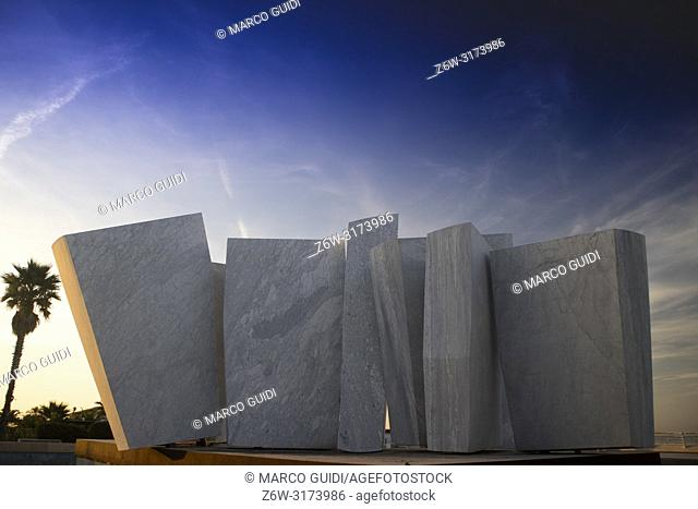 Exhibition of a series of blocks of Carrara marble