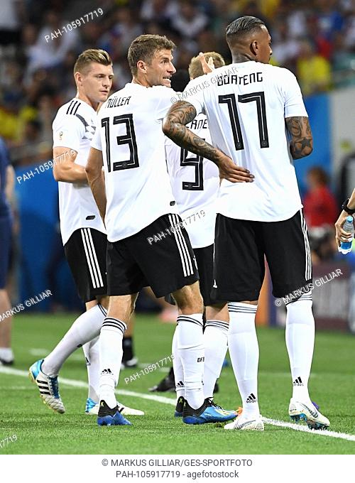 Toni Kroos (Germany), Thomas Mueller (Germany), Jerome Boateng (Germany) speak at the page line. GES / Football / World Cup 2018 Russia: Germany - Sweden, 23