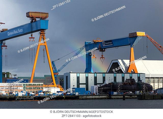Kiel, Germany. 15th April 2017 Rainbow over the Kiel shipyard after a rain shower in front of a submarine